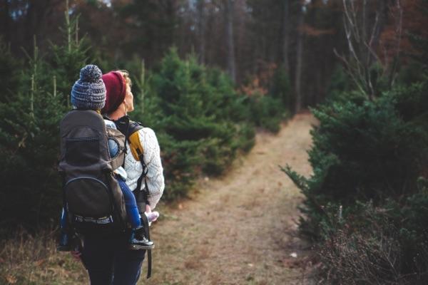 Porte-bébé de randonnée : pour les parents actifs
